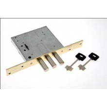 С цилиндровыми механизмами, т.к. сувальдные замки под один ключ